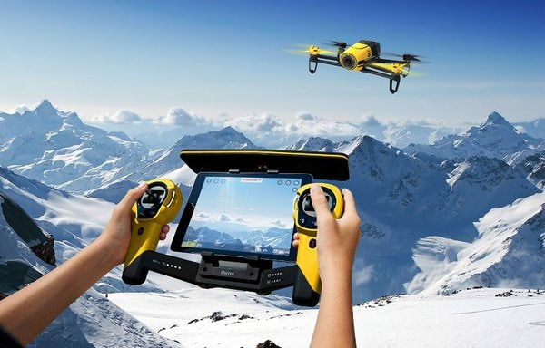 Parrot Bebop Skycontroller drohne Kameradrohnen – das sind die Highlights auf der CES 2015 SKYCONTROLLERBEBOP YELLOW Lifestyle00 mini
