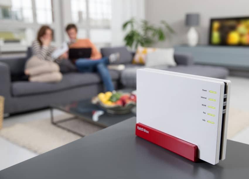 AVM mit neuen Routern AVM CeBIT 2015: AVM mit einigen Neuigkeiten zu Fritz!Box AVM FRITZBox 4080 Wohnzimmer 850x611