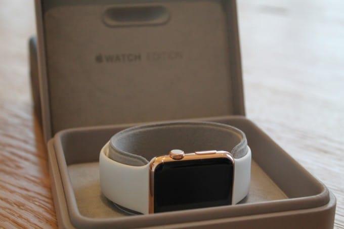 Apple Watch Edition in der Anprobe Apple Watch Apple Watch anprobieren? Kein Problem! IMG 6860 680x453