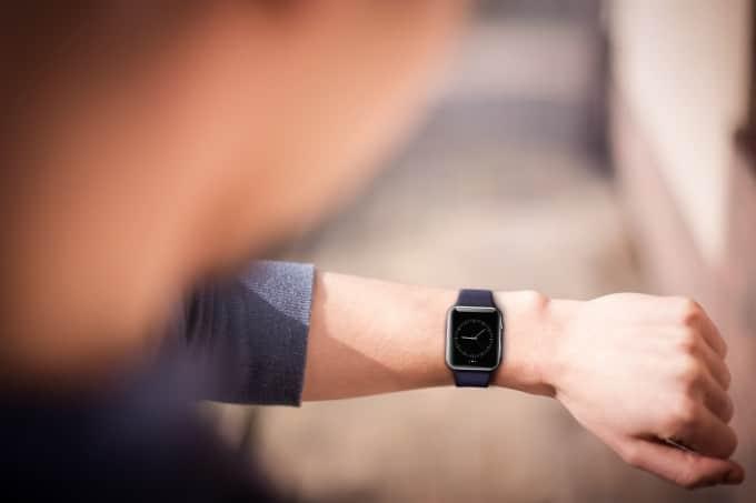 Die Apple Watch im Test apple watch Ist die Apple Watch schon ausgereift? – die Smartwatch im Alltagstest shutterstock 257990591 680x453