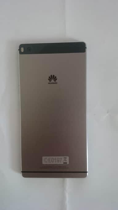 Das Huawei P8 auf der Rückseite huawei p8 Huawei P8 Testbericht: Hände weg von der Digitalkamera! DSC 0572 e1439393305813 383x680