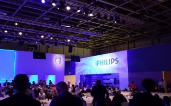 Philips feiert Premiere: AmbiLux für neues Fernseherlebnis und Izzy für das neues Klangbild im ganzen Haus