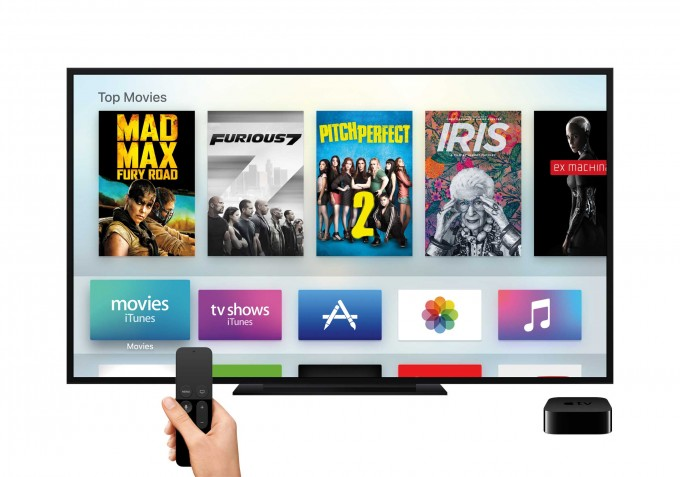 Neuer Apple TV mit nagelneuer Software Apple TV Neuer Apple TV bringt eigenen App Store – von Spielen über Filme und mehr TV AppleTV Remote Hand MainMenu Movies PRINT 680x477