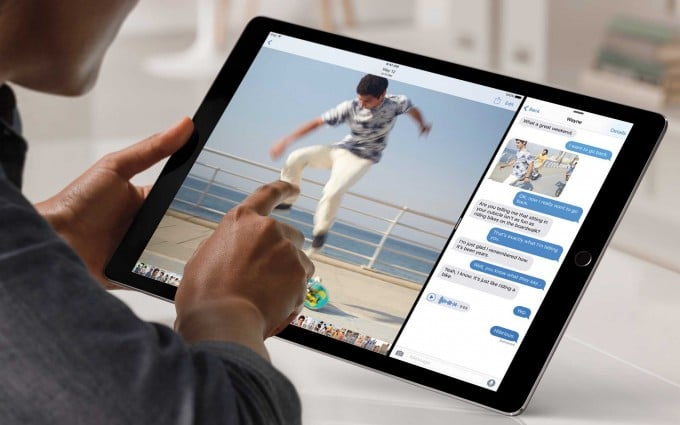 Das iPad Pro ist riesig und trotzt mit Leistung Apple Das größte iPad ist da – das iPad Pro mit riesigem Display iPadPro Lifestyle SplitScreen PRINT 680x425