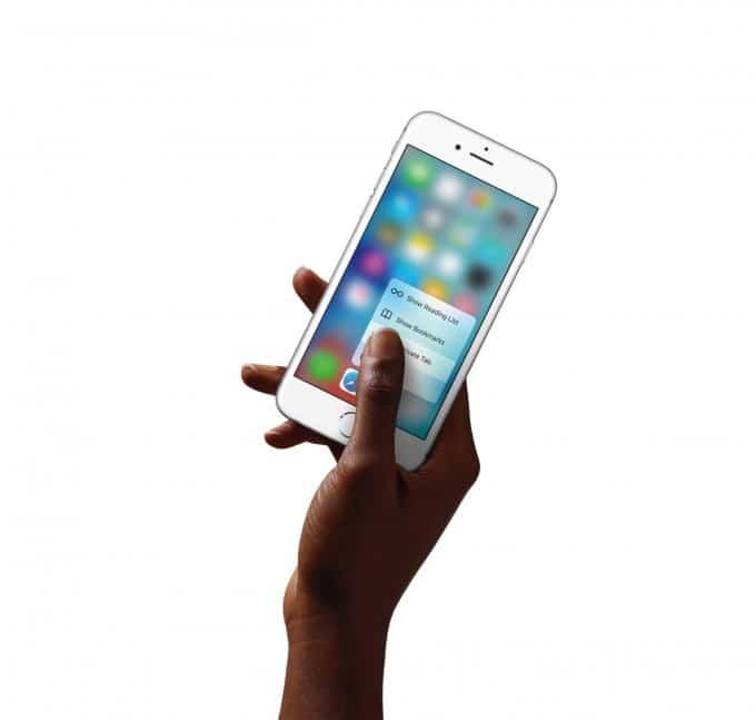 iPhone 6s (Plus) bekommt 3D Touch iphone 6s iPhone 6s – Generation bekommt 3D Touch und revolutioniert Fotografieren iPhone6s Hand SafariQuickAction PR PRINT 680x647