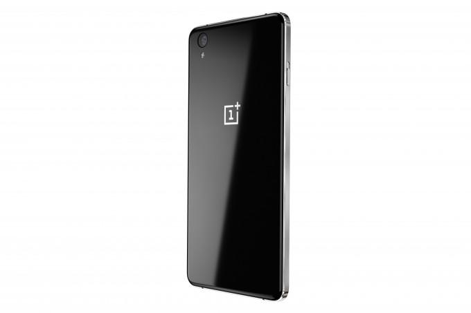 OnePlus X mit Glasrückseite OnePlus X OnePlus One reloaded: OnePlus X vorgestellt OPX 019 Black Back Left 01 680x453