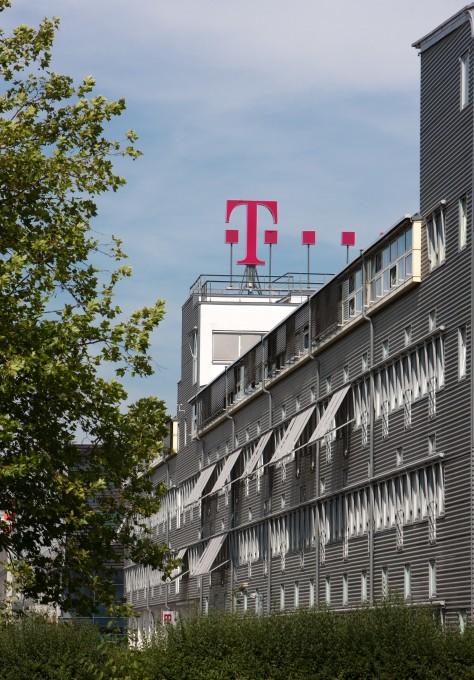 Telekom wirbt mit Willkommensbonus telekom Telekom bietet 200 Euro Wechselbonus im Mobilfunknetz aussenaufnahme 03 474x680