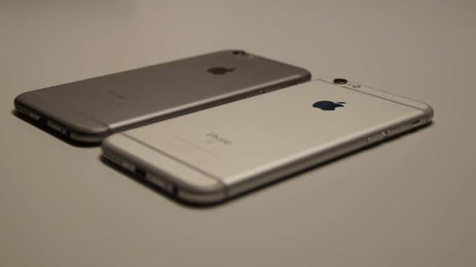 Das iPhone 6s (rechts) soll minimal dicker sein, als das iPhone 6 (links). iphone 6s iPhone 6s unter der Lupe – nicht alles klingt nach Apples Philosophie DSC05218 680x382