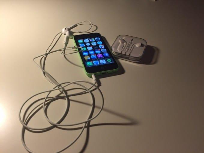 Das iPhone 5c im Lieferumfang iPhone 5c Das iPhone 5c – ein alter Hut oder nach wie vor ein gutes Smartphone? AgBzSMg1ACGn7wInvYGN4KN WbfK6ivB O BnOHqX75x 680x510