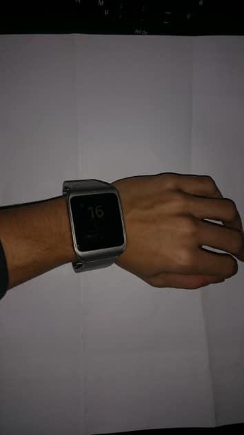 Die Sony Smartwatch 3 ist ziemlich klobig sony smartwatch 3 Sony Smartwatch 3 unter der Lupe – das gewisse Etwas fehlt 2015 11 30 16