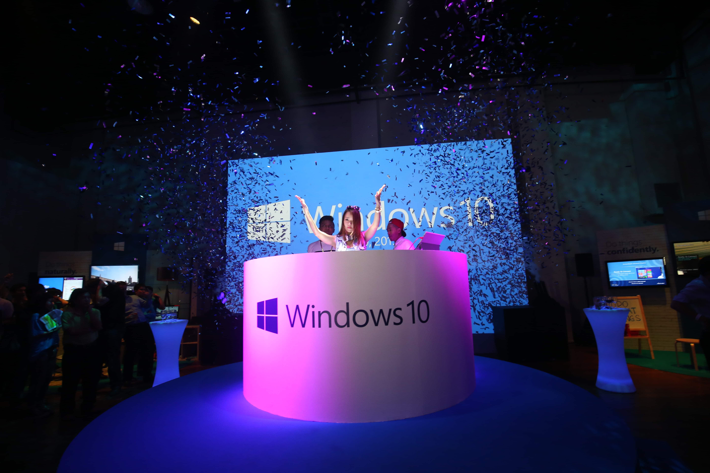 Windows 10 Mobile lässt auf sich warten Windows 10 Mobile Windows 10 Mobile in der Endlosschleife: Release verspätet sich wieder Windows 10 Mobile laesst auf sich warten