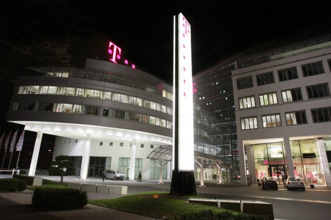 lo-c telekom volksverschlüsselung Volksverschlüsselung: Software von Telekom und Fraunhofer soll E-Mail Verkehr sicherer gestalten Telekom Zentrale bei Nacht 660x440
