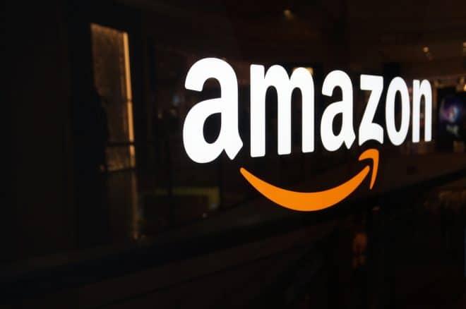 lo-c amazon amazon Deutsche Umwelthilfe mahnt Amazon wegen mangelnder Elektrorückgabe ab shutterstock 372192073 660x438