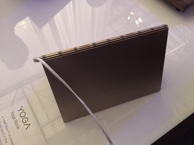 IMG_1107 Lenovo IFA: LenovoLaunch enthüllt das dünnste Convertible der Welt – das Lenovo Yoga Book IMG 1107 e1472676554395 660x495