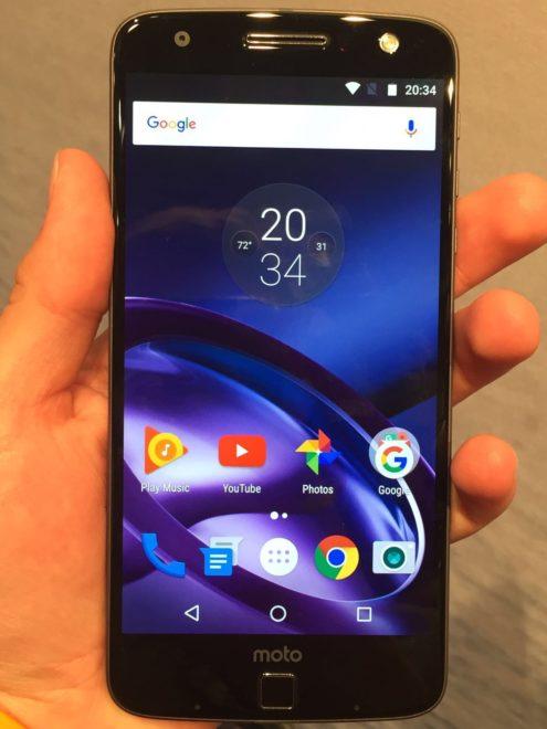 Moto-Z-Display Lenovo Moto Z Play: Smartphone mit großem Akku und Hasselblad-Kameratod auf der IFA Moto Z Display 495x660