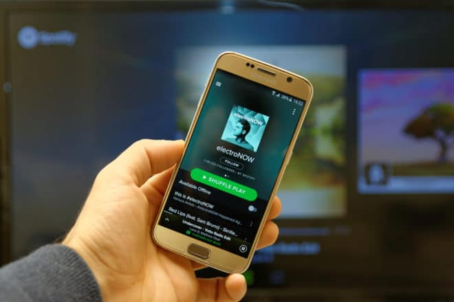 lo-c spotify spotify Spotify steckt wegen Apple Music in Schwierigkeiten shutterstock 353400914 660x440
