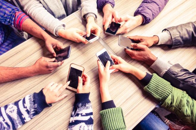 ac-c smartphone Smartphone Umfrage: Deutsche wollen längere Lebenszyklen von Smartphone-Modellen shutterstock 393607117 660x440
