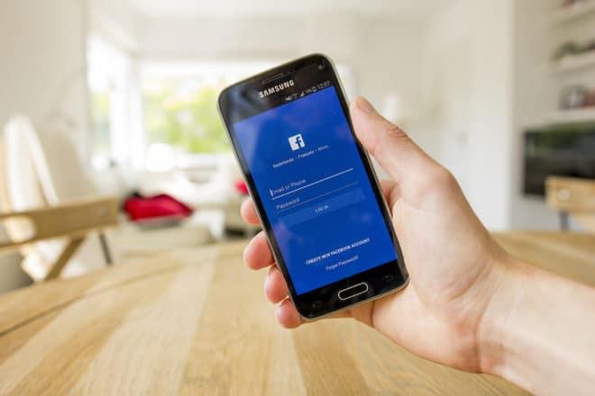 lo-c facebook Facebook Facebook testet Werbeclips in Live Videos shutterstock 426497602 660x440