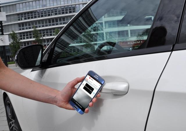 160928-kontaktloser-schluessel-640x450 Vodafone und Daimler bringen den digitalen Autoschlüssel Vodafone und Daimler bringen den digitalen Autoschlüssel 160928 kontaktloser schluessel 640x450