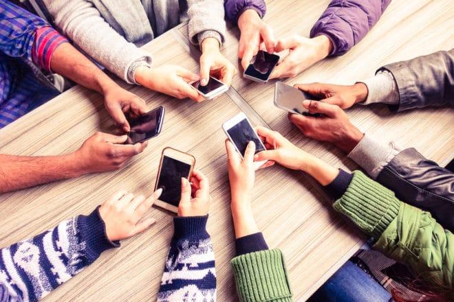 ac-c smartphone W-LAN Juncker will freie W-LAN Netze in wichtige Städte bringen bigstock 123084785 660x440
