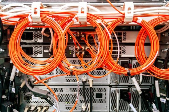 ac-c breitband kabel glasfaser Ausbau EU plant schnellen Glasfaserausbau bis 2025 – Deutsche Telekom widersetzt sich bigstock Backside Of Server Rack 74174482 660x437