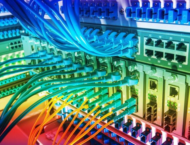ac-c breitband glasfaser Breitband Geplanter Breitbandausbau kann bis 2018 nicht erreicht werden bigstock Fiber Optic cables connected t 91106852 660x505