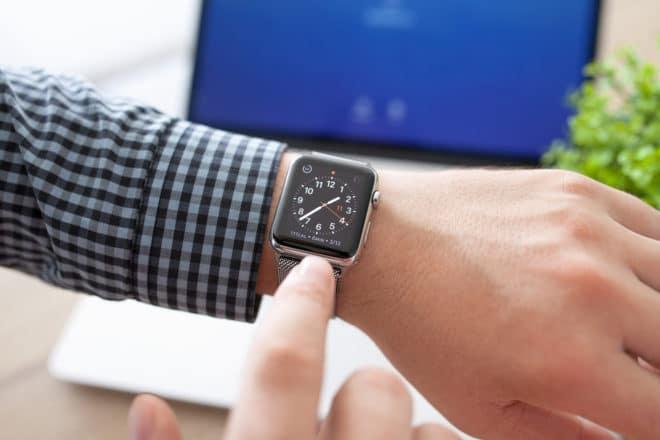 ac-c apple watch watchos 3 watchOS 3 beschleunigt heute die Apple Watch bigstock Man Hand With Apple Watch And 99574043