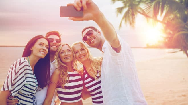 ac-c internet roaming roaming EU-Kommission lenkt ein und überarbeitet 90-Tage Regelung beim EU-Roaming bigstock summer holidays travel touri 139655498 660x368