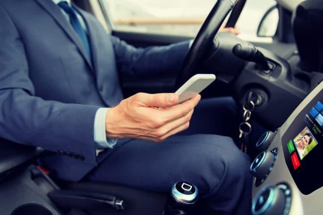 ac-c smartphone steuer Smartphone Gefahr Smartphone: Handys auf der Autobahn größte Ablenkungsquelle bigstock transport business trip tech 142017527 660x440