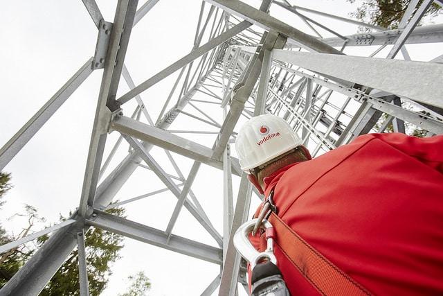 lo-c vodafone Vodafone Vodafone und Deutsche Bahn verbessern Mobilfunkabdeckung an ICE-Strecken 18231146671 9a32144305 z