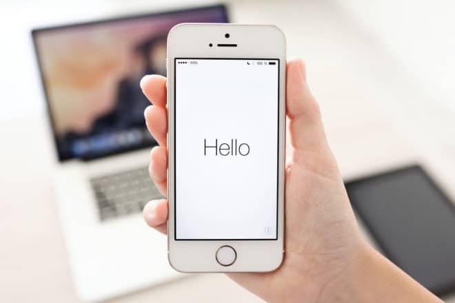 dv-c iphone ios Apple Apple gegen Samsung: Gericht revidiert Urteil und verurteilt Samsung wegen Patentverletzung bigstock Iphone S In Hand With Window 72298042 660x440