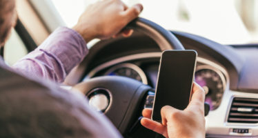 Wie die CDU das Handy-Verbot am Steuer weiter einschränken will