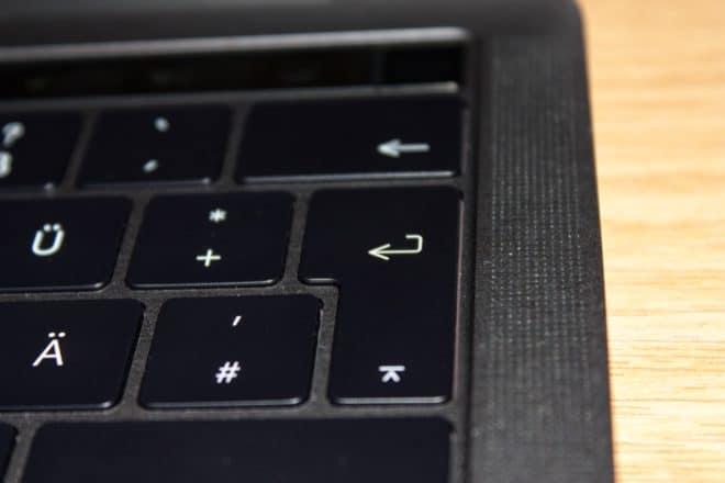 macbook Angetoucht: Das MacBook Pro mit Touch Bar im Test Lautsprecher fake 660x440