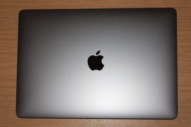 macbook Angetoucht: Das MacBook Pro mit Touch Bar im Test MacBook Pro von oben 660x440
