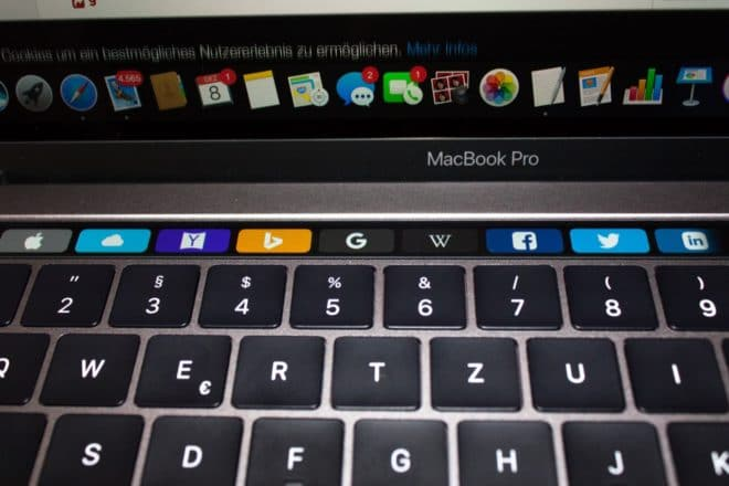 macbook Angetoucht: Das MacBook Pro mit Touch Bar im Test TouchBar Safari Web Favoriten 660x440