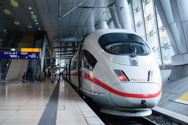 Bahn Stiftung Warentest: kostenfreies ICE W-LAN in der 2. Klasse bietet ordentliche Geschwindigkeit mit Mängeln bigstock Ice Hispeed Train In Frankfu 115482770 660x438