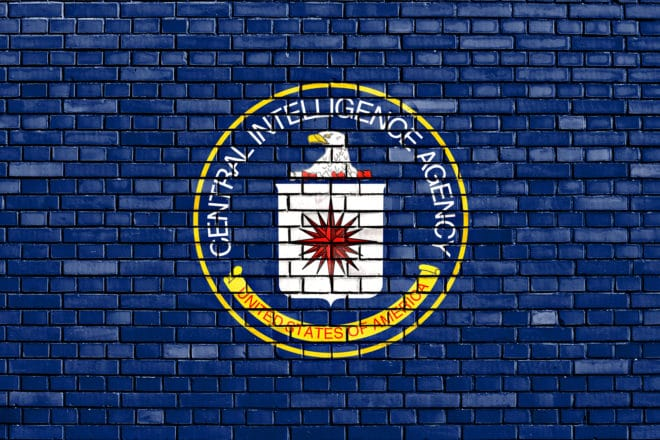CIA CIA Vault 7: CIA spioniert Internetnutzer weltweit über Smartphones, Computer und Fernseher aus bigstock Flag Of Cia Painted On Brick W 113017253 660x440