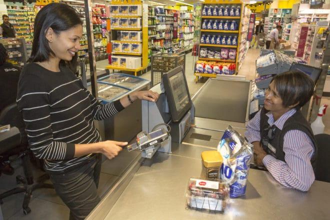 Mastercard mit Fingerabdrucksensor Mastercard Mastercard stellt erste Kreditkarte mit Fingerabdrucksensor vor Mastercard mit Fingerabdrucksensor 660x440