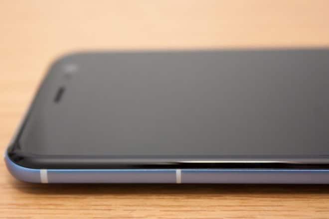htc u11, htc, htc u HTC U11 im Test: Groß, stark und scharf 10 HTC U11 Seitenansicht Antennenstreifen 660x440