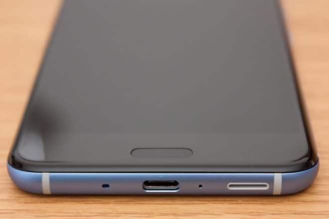 htc u11, htc, htc u HTC U11 im Test: Groß, stark und scharf 7a HTC U11 Vorderseite Homebutton USB C Anschluss 660x440