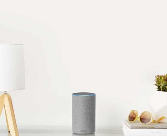 Amazon Echo echo Amazon schaltet Nachrichten und Anrufe mit Alexa über Echo in Deutschland frei Light Grey Echo Desk 660x540