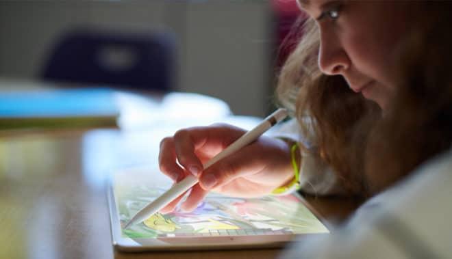 iPad 9,7 Zoll mit Apple Pencil ipad Apple-Event: Neues, günstigeres iPad mit Apple Pencil-Unterstützung in Chicago vorgestellt iPad 2018 und Apple Pencil 660x379