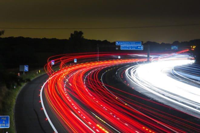 Autobahn symbolbild uber Der Unfall: Ein autonomes Uber-Auto überfährt eine Frau und beleuchtet die Fragezeichen einer Branche traffic 332857 1280 660x440